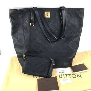 HUGE⭐️leather ⭐️empreinte Louis Vuitton t…